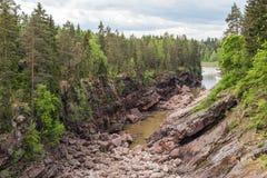 Torr flodbädd av den Vuoksa floden stenig vuoksi för forntida för gruppfinland skog flod för imatra arkivbilder
