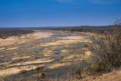 Torr flodbädd, under torka av 2016, Kruger nationalpark arkivbilder