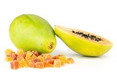 Torr papaya som isoleras på vit royaltyfria bilder