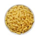 Torr pasta Fusilli i bästa sikt för vit bunke Royaltyfri Foto