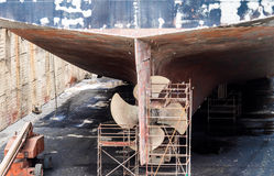 Torr skeppsdocka - fartygpropeller Arkivbilder