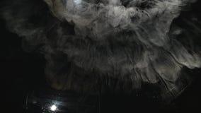 Torr is som röker, sublimering av torr is stock video