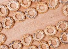 Torra bröd-cirklar med vallmo Royaltyfria Bilder