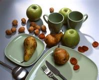 torra frukter som ställer in tabellen Arkivfoton