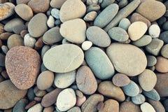 Torra runda reeble stenar för abstrakt bakgrund i tappningstil Royaltyfri Foto