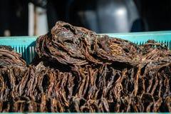 Torra snakeheads säljer gods i marknader Arkivbild