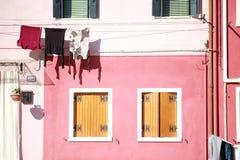 Torra torkdukar i solen Fotografering för Bildbyråer