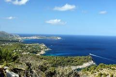 从Torre看见的Mallorcas海岸de Heretat 免版税图库摄影