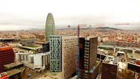 Torre aérea de Agbar de la opinión del abejón de Barcelona metrajes