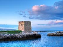 Torre abandonada en la puesta del sol. imagen de archivo libre de regalías