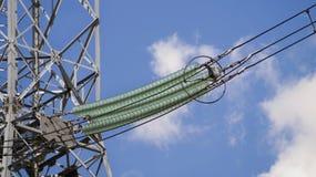 Torre ad alta tensione che collega la sottostazione con le città Fotografie Stock Libere da Diritti
