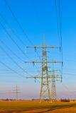 Torre ad alta tensione con il cielo Fotografie Stock