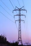 Torre ad alta tensione della trasmissione di elettricità Fotografia Stock