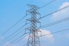 Torre ad alta tensione di postHigh-tensione Fotografie Stock Libere da Diritti