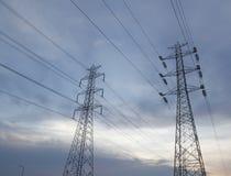 Torre ad alta tensione elettrica Immagini Stock Libere da Diritti