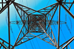 Torre ad alta tensione su un fondo Fotografia Stock Libera da Diritti