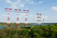 Torre ad alta tensione sull'isola di Khortytsia, Ucraina Fotografia Stock Libera da Diritti