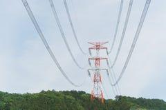 Torre ad alta tensione sulla montagna Immagini Stock Libere da Diritti