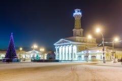 Torre alta dell'allerta del fuoco alla notte nell'inverno in Kostroma Fotografie Stock Libere da Diritti