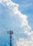 Torre alta di telecomunicazione Immagini Stock Libere da Diritti