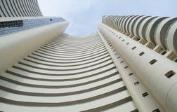 Torre alta moderna bonita fotografia de stock royalty free