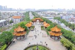 Torre amarela do guindaste em Wuhan, China Fotografia de Stock Royalty Free