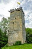 Torre antigua con la bandera Fotografía de archivo