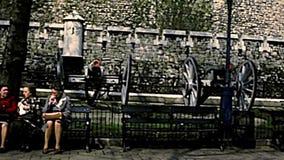 Torre archival de los cañones del castillo de Londres metrajes