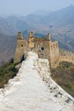 Torre arruinada de la Gran Muralla famosa en el Simatai fotos de archivo