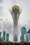 Torre Astaná de Bayterek - vea el fron el este foto de archivo