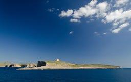 Torre bastioned na ilha Comino no mar Mediterrâneo, Malta fotos de stock royalty free