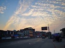 Torre blanca del cantón de las nubes del cielo de la arquitectura fotografía de archivo