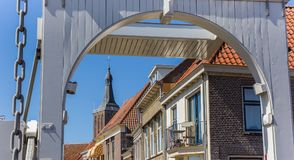 Torre blanca del puente y de iglesia de Hasselt Fotografía de archivo