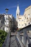 Torre blanca, estilo gótico, iglesia parroquial de San Miguel, Brixen, Bozen, Italia, Europa fotografía de archivo