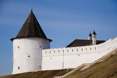 Torre branca e a parede Fotografia de Stock