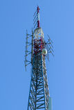 Torre cellulare - alto trasmettitore Fotografia Stock Libera da Diritti