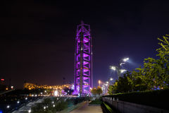 Torre China de la difusión en el pueblo olímpico de Pekín imagenes de archivo