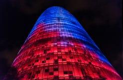 Torre Chlubi się, poprzedni Agbar, noc widok w Barcelona, Cataloni Zdjęcia Stock