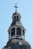 Torre com carrilhões e weathercock Imagens de Stock Royalty Free