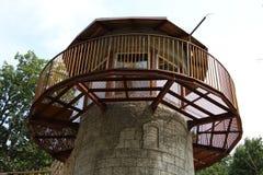 Torre con calcestruzzo e legno Immagini Stock Libere da Diritti