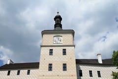 Torre con gli orologi sul palazzo Breznice immagine stock libera da diritti