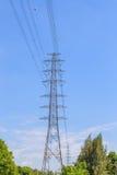Torre con la posta di elettricità Fotografie Stock Libere da Diritti