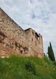 Torre con le pareti della fortificazione Fotografia Stock