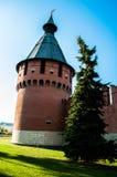 Torre contra el cielo claro del verano Imagenes de archivo