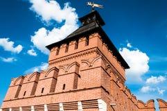 Torre contra el cielo claro del verano Imagen de archivo libre de regalías