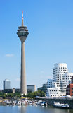 Torre Düsseldorf de Rheinturm Imagenes de archivo