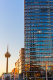 Torre da água de Colônia em Mediapark na água de Colônia, Alemanha Foto de Stock Royalty Free