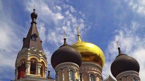 Torre da abóbada e de sino da igreja ortodoxa vídeos de arquivo