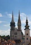 Torre da catedral e de igreja de Zagreb. Foto de Stock