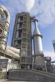 Torre da chaminé e do pre-calefator, trabalhos do cimento Imagens de Stock